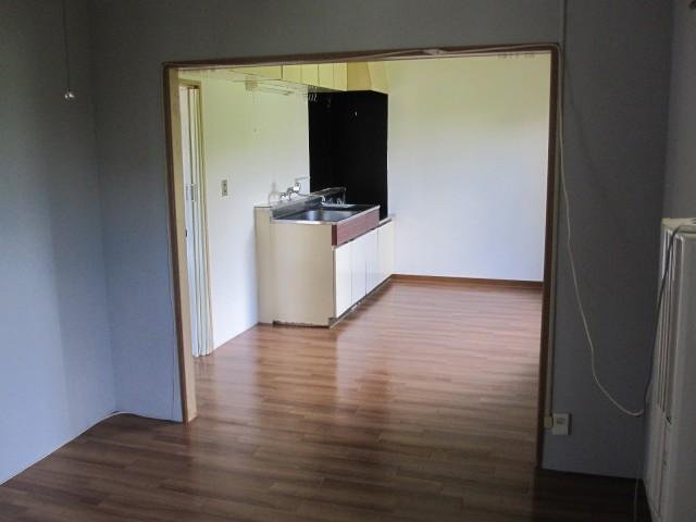 洋室→キッチン