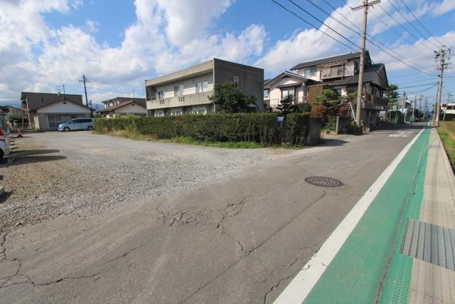 公道の様子 物件は砂利道を入った奥です