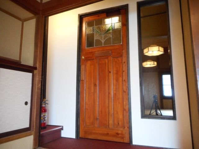 入口扉内側
