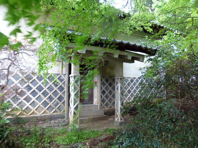 庭園横に蔵