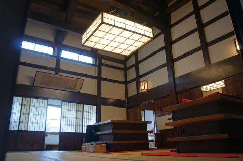 伝統的な日本家屋の雰囲気が感じられる屋内