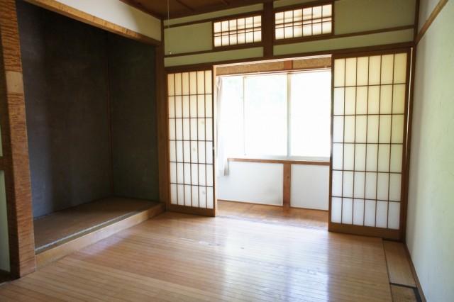 2F6帖和室1  収納スペースもあります。