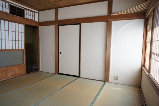 西向き8帖和室。  明るいお部屋です。