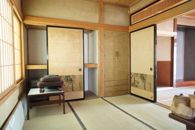 6帖和室。  先程の8帖和室と合わせると、14帖の広い空間となります。