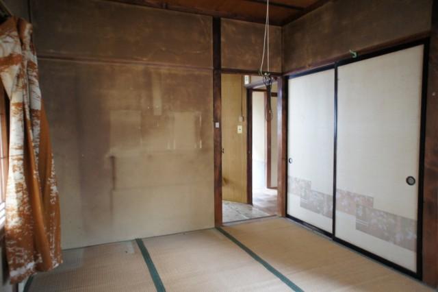 台所の横に6帖和室があります。