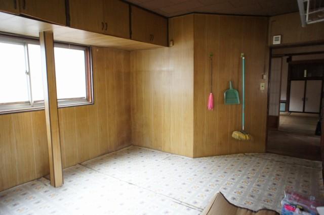 台所。  水回りは実際の使用には修繕またはリフォームが前提となります。