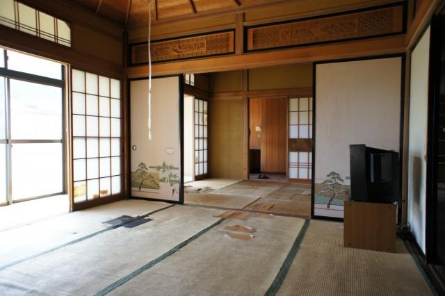 先ほどの6帖和室と合わせて、12帖の空間となります。