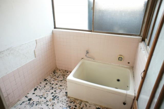 浴室。  こちらも、リフォームが前提と考えられます。