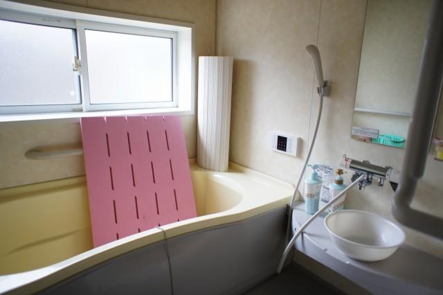 浴室。  温水は灯油ボイラー式です。