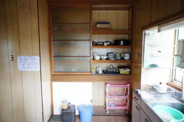 食器棚が備え付けられています。