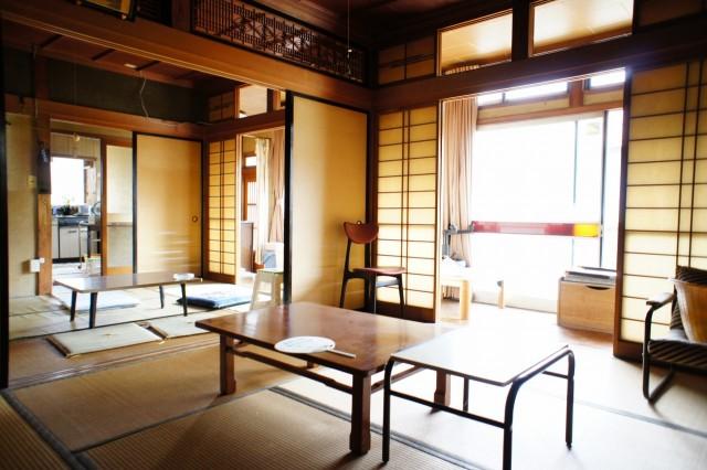 8帖と6帖の部屋はふすまで繋がっており、合わせて14帖のお部屋となります。
