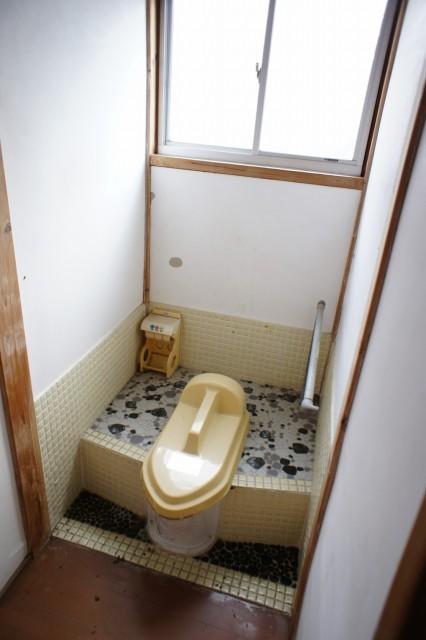 2階にもトイレがありますが、使用不能です。