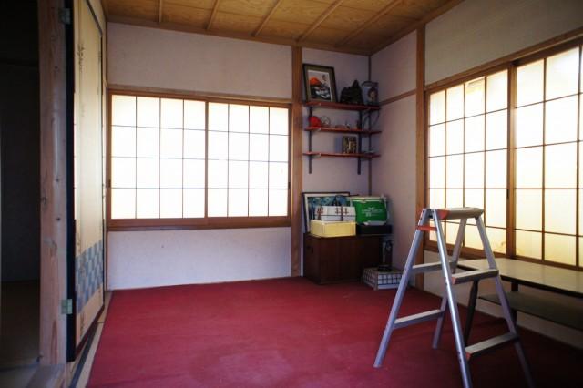 2階6帖和室1。  収納もあります。