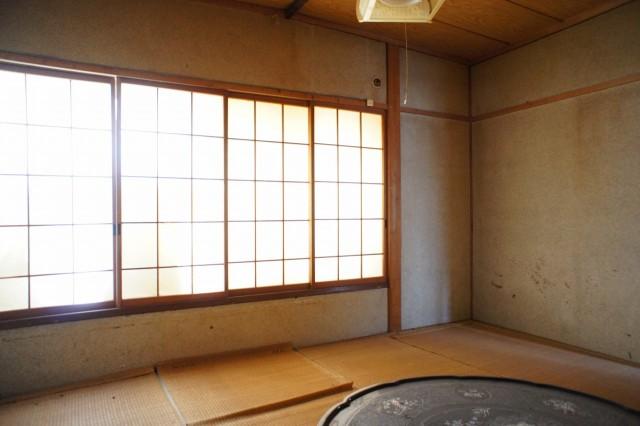 2階6帖和室2。  収納もあります。
