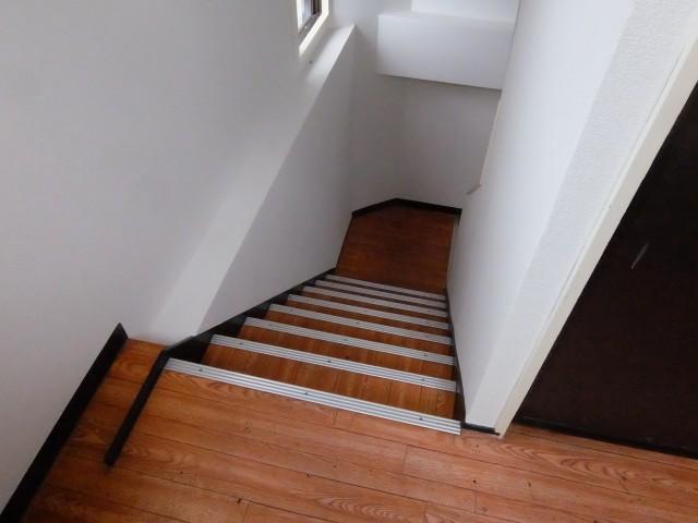 北側からの階段