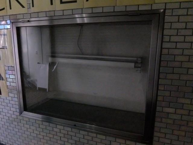 1階通路 展示窓