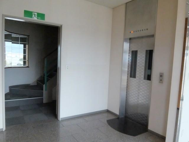 1階 EV  階段