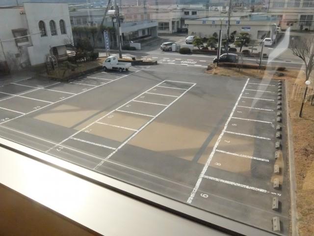 表の駐車場