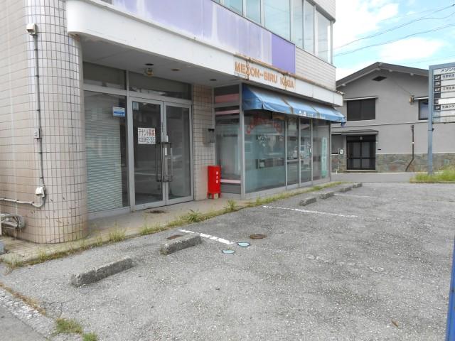 店舗前駐車場