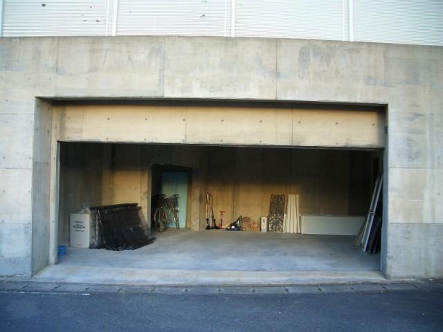 地下ガレージ駐車場