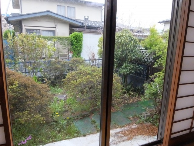 1階和室から庭
