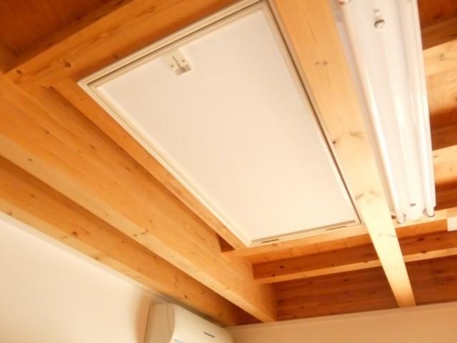 ②号館天井収納用梯子
