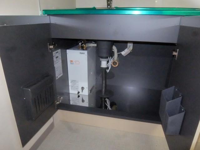 1階 電気給湯器