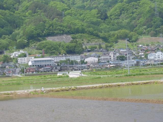 湖南小学校・諏訪西中学校が見えます