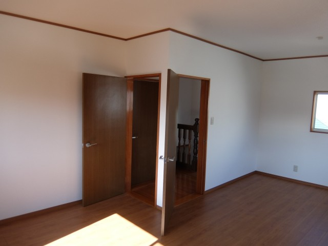 2階洋室 ドア2か所