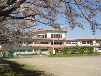 現在改築中の豊田小学校