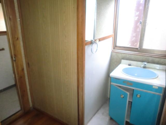 トイレ隣洗面台
