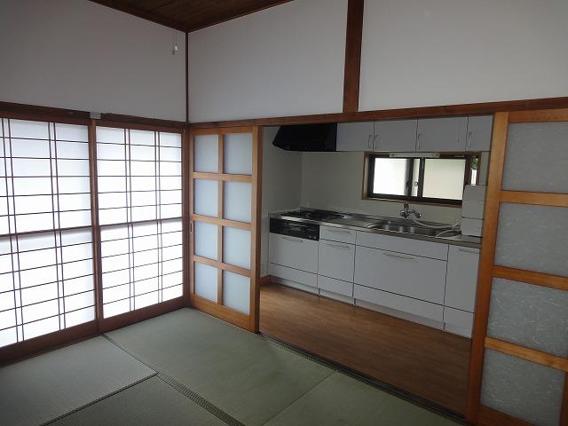 キッチン横の和室です。