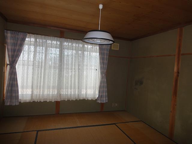 2階8帖和室です。