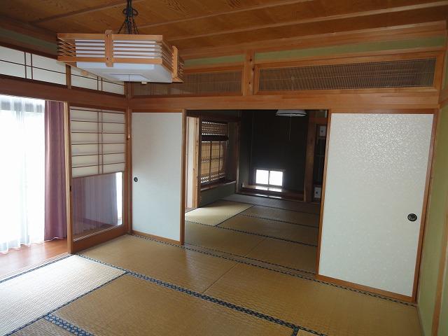 1階二間続きの和室です。