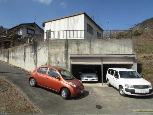 鉄筋コンクリート製車庫