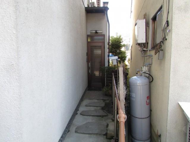 玄関(車庫横)