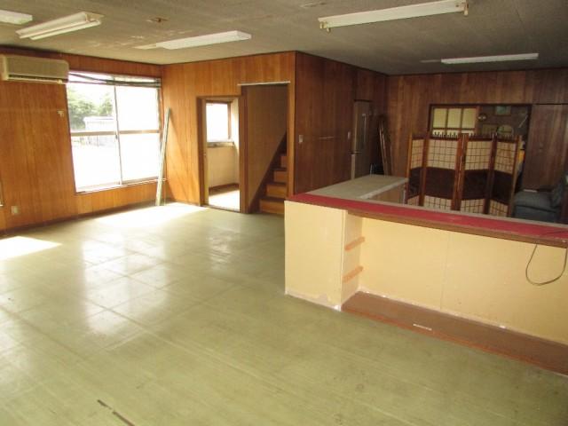 別棟の事務所1階