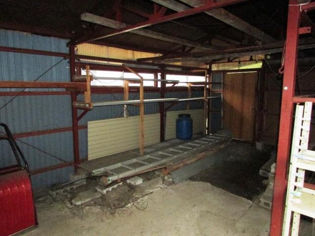 車庫・倉庫の内部
