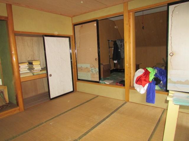 2階和室10帖~板の間