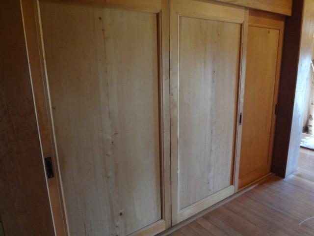 ひのきの一枚板の戸です。