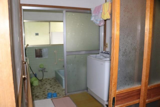 昭和型板ガラスのドア