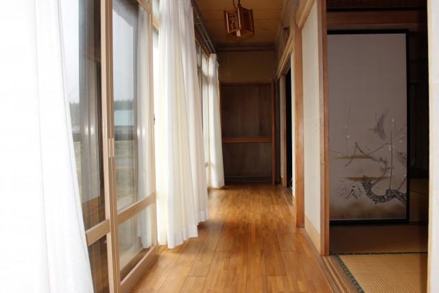 1階はほぼ全室に縁側が付いていて光がたっぷり入ります